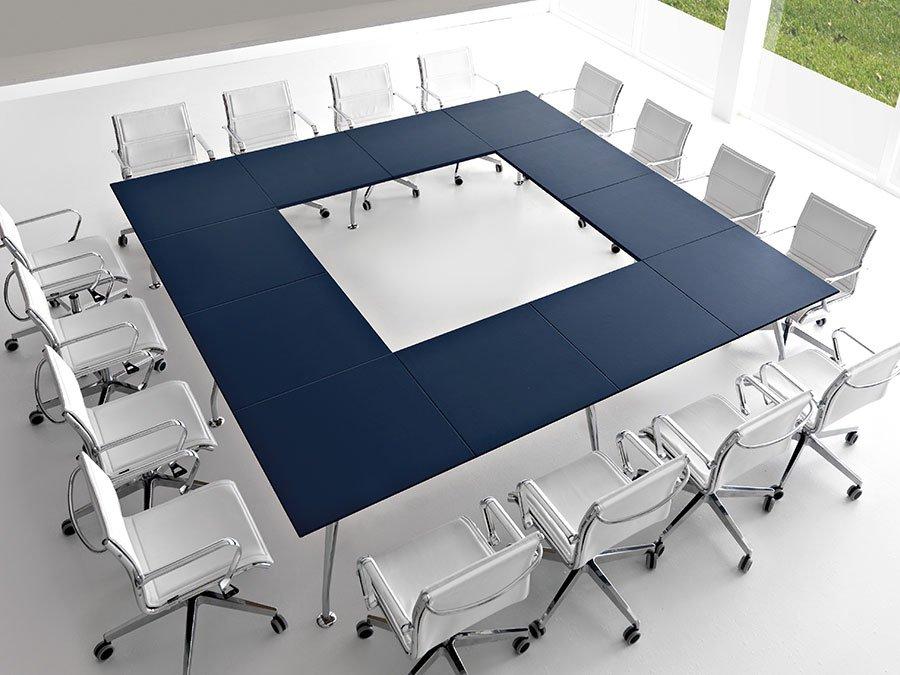 Trapani, tavolo riunione per arredo ufficio