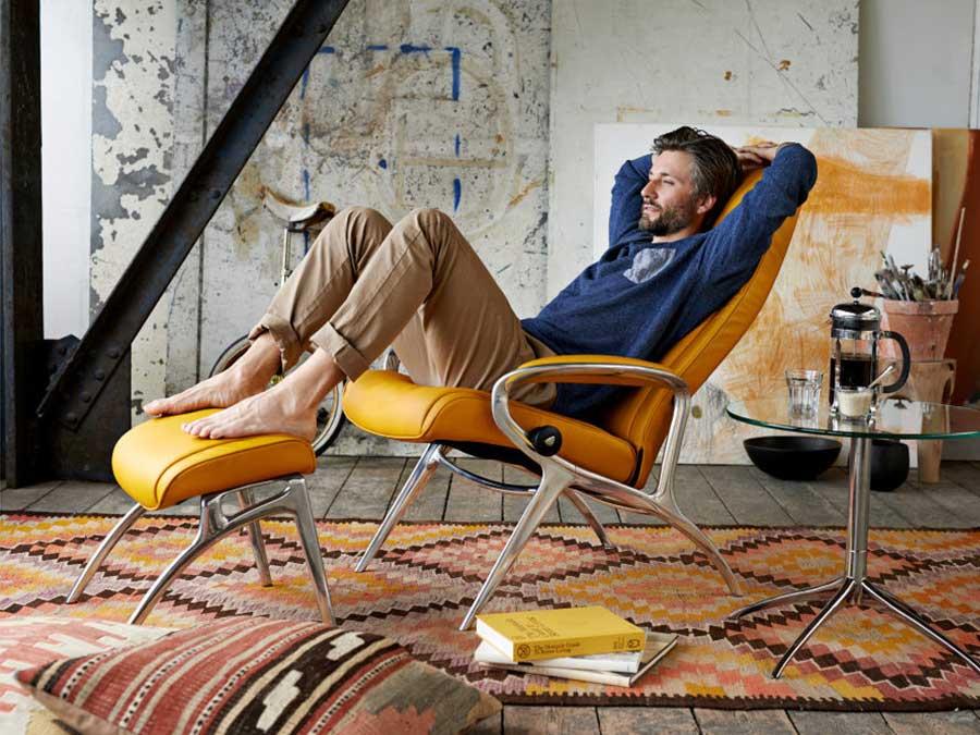 Poltronma stressless con poggia piedi gialle design e comodità