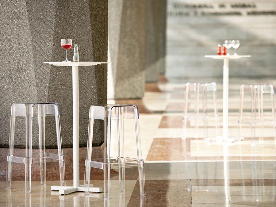 Sgabello alto in plastica per ristoranti bar area ristoro